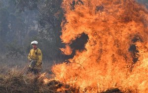 Los incendios forestales en Australia se acercan a zonas urbanas.