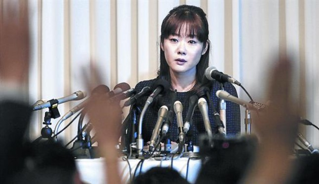 La bióloga Haruko Obokata, en una rueda de prensa en abril en la que pidió perdón por sus errores.