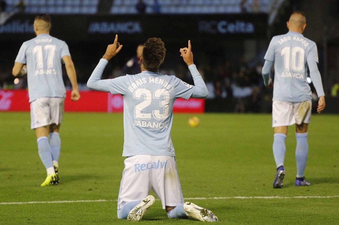 Brais Méndez celelebrando un gol con el Celta