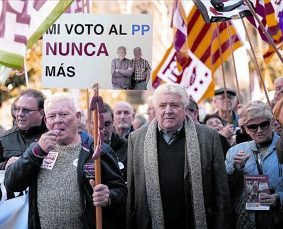 Reivindicación en las calles Multitudinaria manifestación de pensionistas, el martes pasado, en Barcelona.