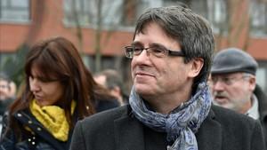 Carles Puigdemont, en Bruselas, el pasado 12 de enero con los diputados de Junts per Catalunya.