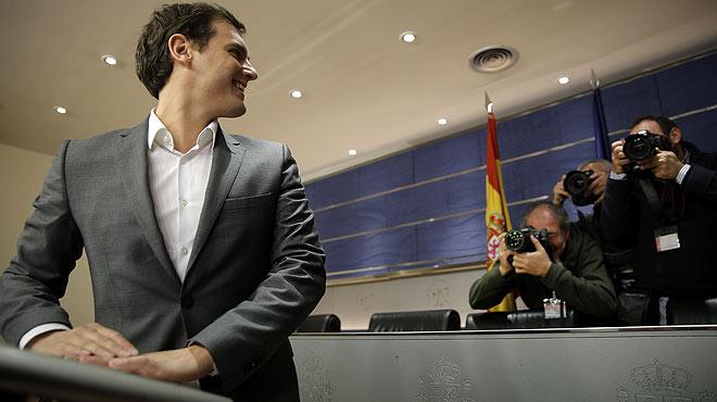 Albert Rivera, líder de Ciudadanos, comparece ante la prensa tras su reunión de anoche con Pedro Sánchez.