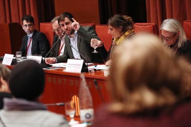 El conseller de Salut, Antoni Comín, durante su comparecencia de ayer en el Parlament.
