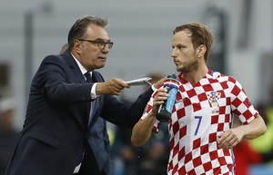 Football Soccer - Croatia v Portugal - EURO 2016 - Round of 16 - Stade Bollaert-Delelis  Lens  France - 25 6 16  Croatia head coach Ante Cacic speaks with Ivan Rakitic   REUTERS Lee Smith  Livepic