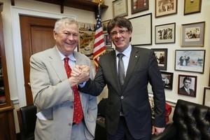 El congresista estadounidense Dana Rohrabacher y el president Carles Puigdemont, en el encuentro que mantuvieron en EEUU el 29 de marzo.