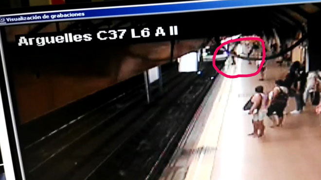 Detenido un hombre por empujar a un joven a las vías del metro de Madrid.