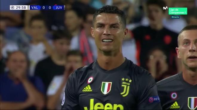 El gesto estupefacto de Cristiano Ronaldo tras ser expulsado.