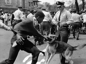 Enfrentamientos entre policía y homosexuales en los alrededores del Stonewall, en Nueva York en 1969.