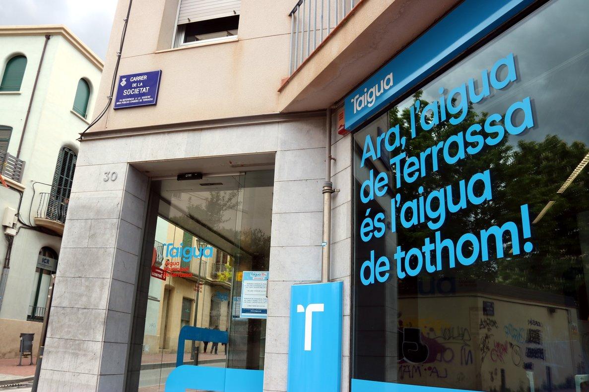 La entrada de las oficinas de la empresa pública Taigua en Terrassa.