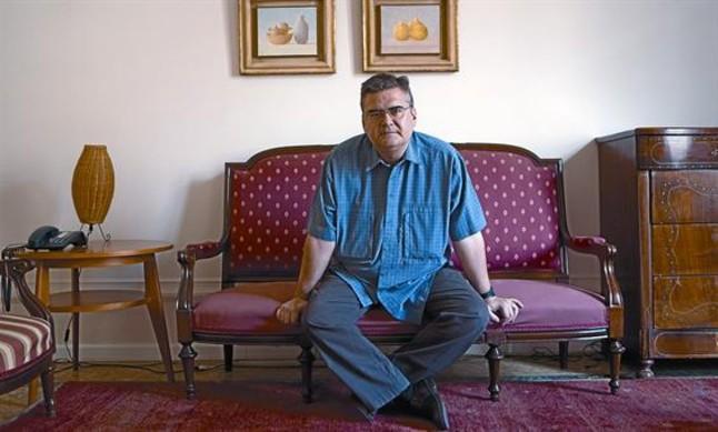 El escritor Sergi Pàmies, ayer en la sede de la editorial Acantilado.