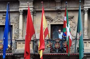 La ikurriña, en el balcón del Ayuntamiento de Pamplona.