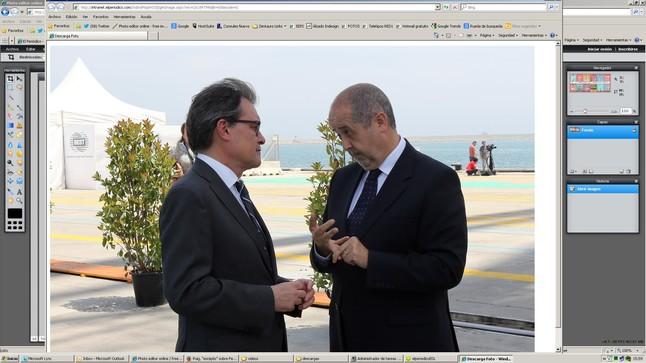 Felip Puig (derecha) habla con el 'president', Artur Mas, este viernes en el puerto de Barcelona.