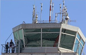 L'Aeroport de València busca els amos de 24 aeronaus abandonades