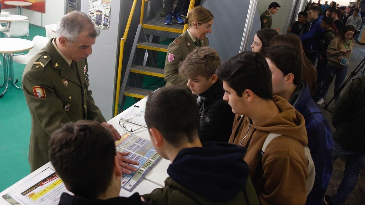 Imagen de archivo del stand del Ejército en el salón de la Enseñanza de Barcelona, el pasado marzo.