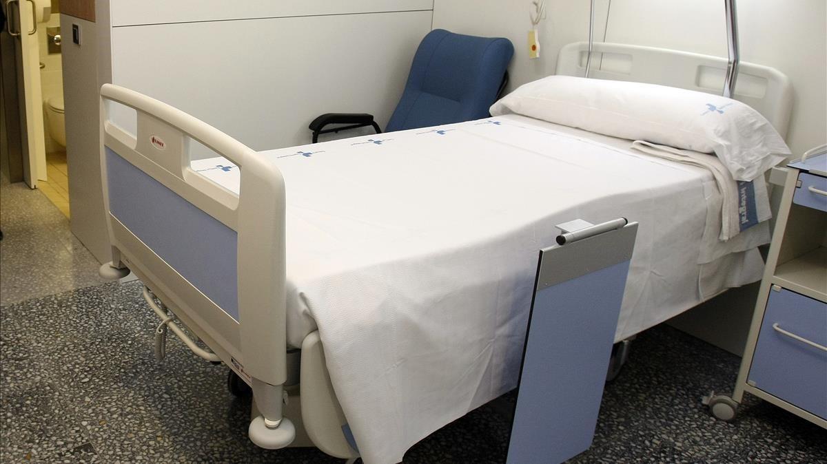 Imagen de archivo de una cama de hospital.