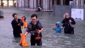 Imágenes de Venecia inundada por el 'acqua alta'.