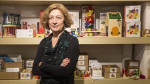 Isabel Muntané, en la tienda de juguetes educativos Jugui Juga de Barcelona