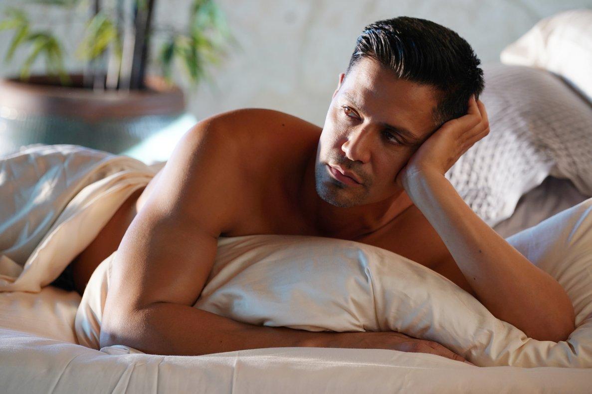 Jay Hernández, en la serie 'Magnum'.