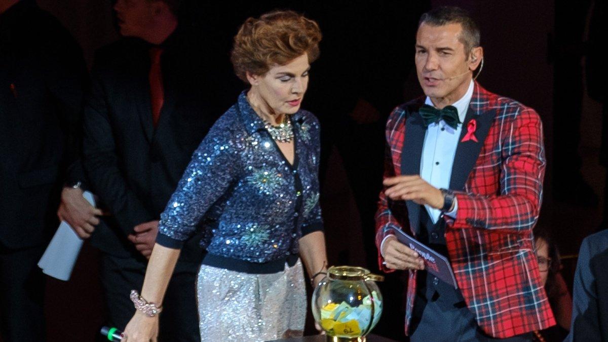 Jesús Vázquez con Antonia Dell'Atte en la gala 'People in red' 2018.