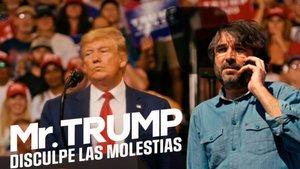 Jordi Évole y el cartel promocional de 'Mr. Trump, disculpe las molestias'.