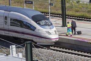 7 KILÓMETROSde vía de la línea de alta velocidad entre Barcelona y Francia (28,7).