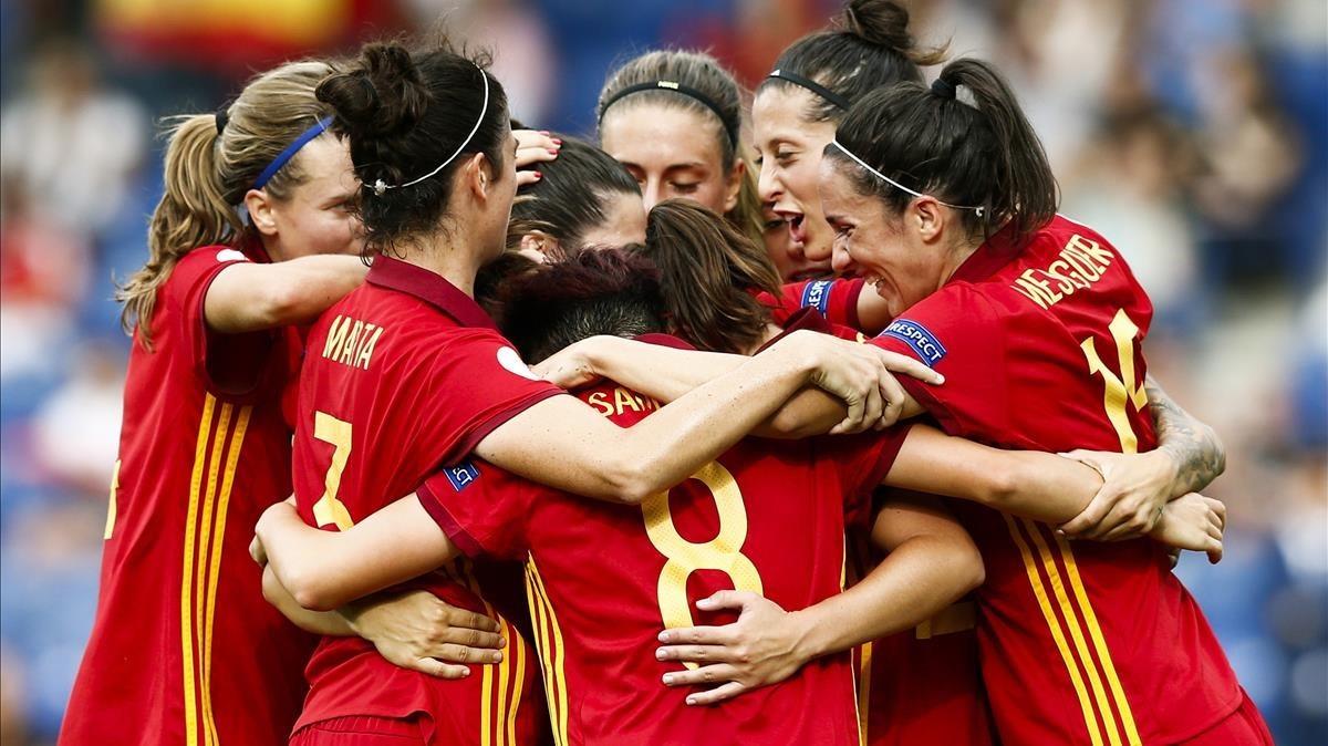 Las jugadoras españolas celebran la victoria.