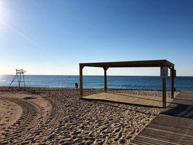 Las playas de Mataró incorporan mejoras en el baño adaptado y nuevos servicios esta temporada