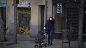 Locales comerciales cerrados en carrer Creu Coberta de Sants