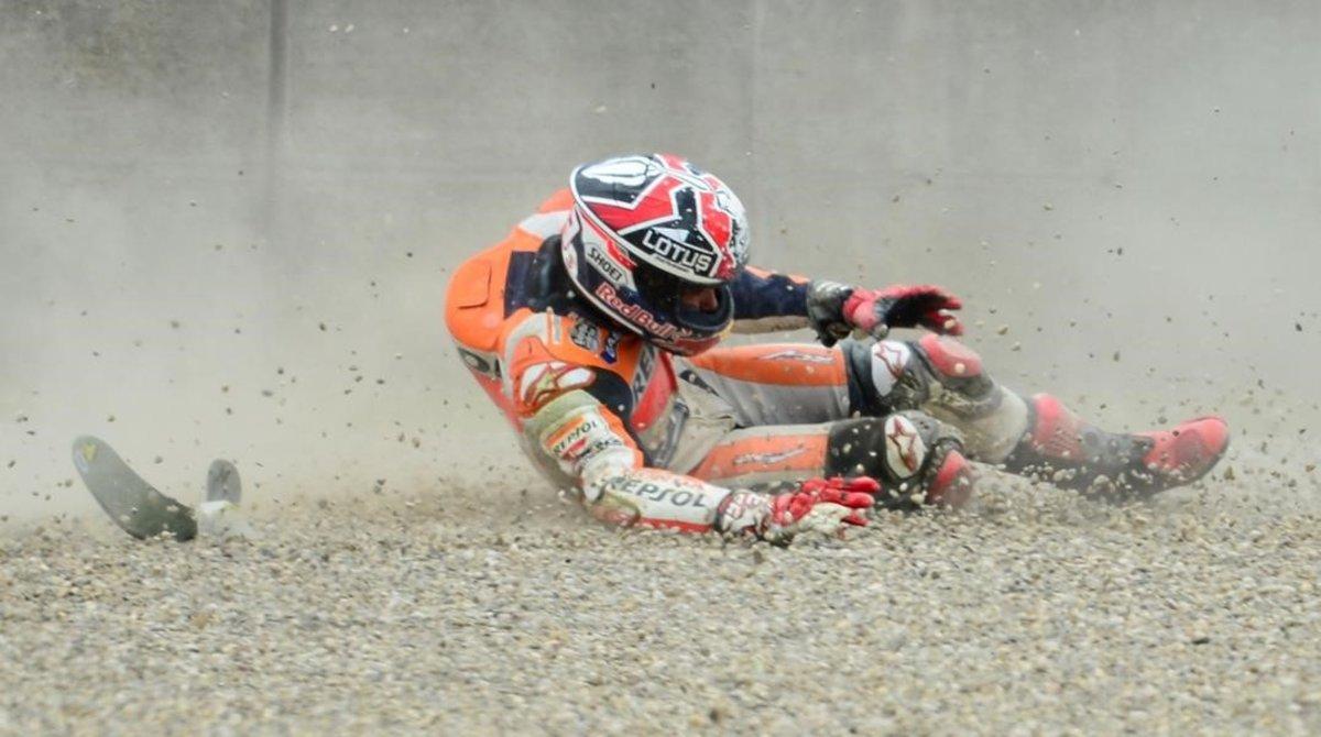 Marc Márquez (Honda) rueda por la escapatoria del circuito de Mugello, en el 2013, cuando se tiró de su moto a 280 kms/h.