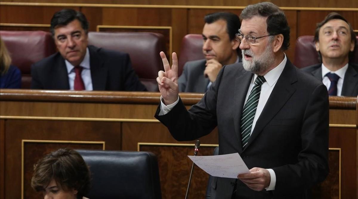 Mariano Rajoy, presidente del Gobierno, respondiendo a una pregunta de la oposición.