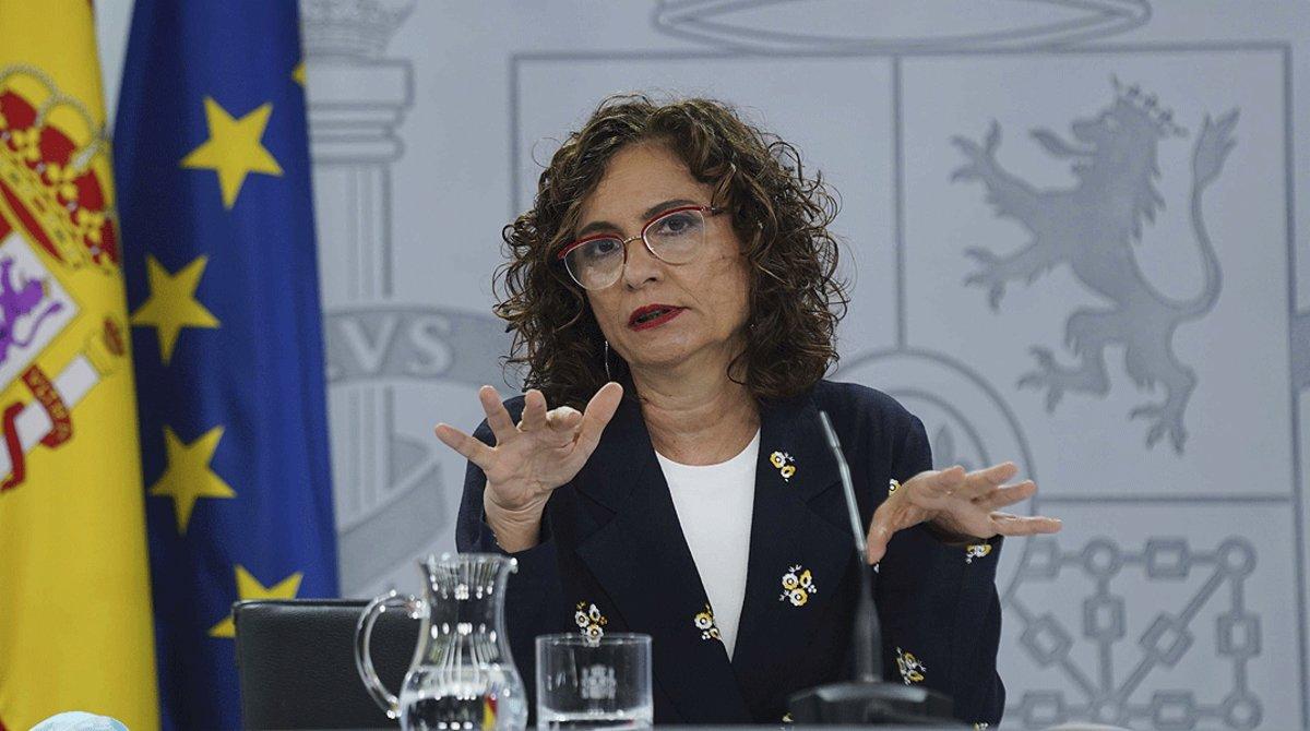 La ministra de Hacienda, María Jesús Montero, en la rueda de prensa posterior a la reunión del Consejo de Ministros, el pasado 26 de junio.