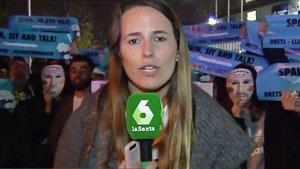 Mireia Germán, reportera de 'Más Vale Tarde', cuando estaba en pleno directo.