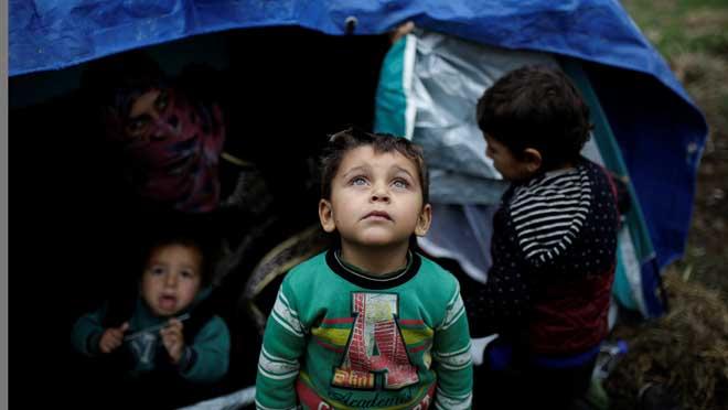 L'allau de refugiats desborda Grècia
