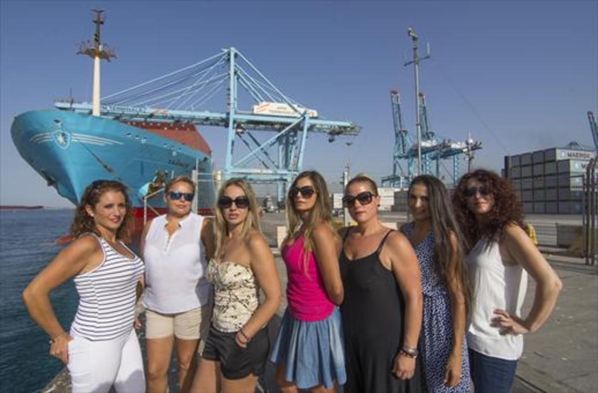 Mujeres que protestaron por la negativa del puerto de Algeciras a contratar estibadoras, en una imagen de archivo.