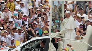 El Papa llega al Parque Catama de Villavicencio (Colombia), para oficiar una misa, el 8 de septiembre.