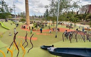 L'Hospitalet reobre els seus parcs infantils