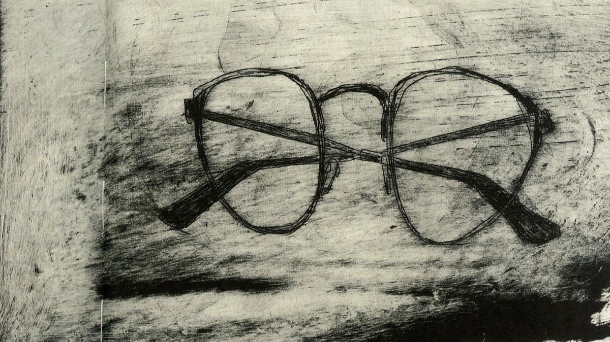 Las gafas de Bolaño vistas por los pinceles de Paula Bonet en Por el olvido, libro conjunto con Aitor Saraiba.