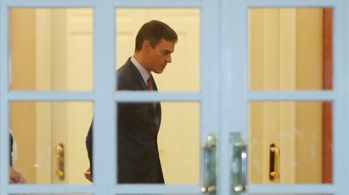 Pedro Sánchez, el pasado lunes, mientras esperaba en la Moncloa a la selección española de Baloncesto.