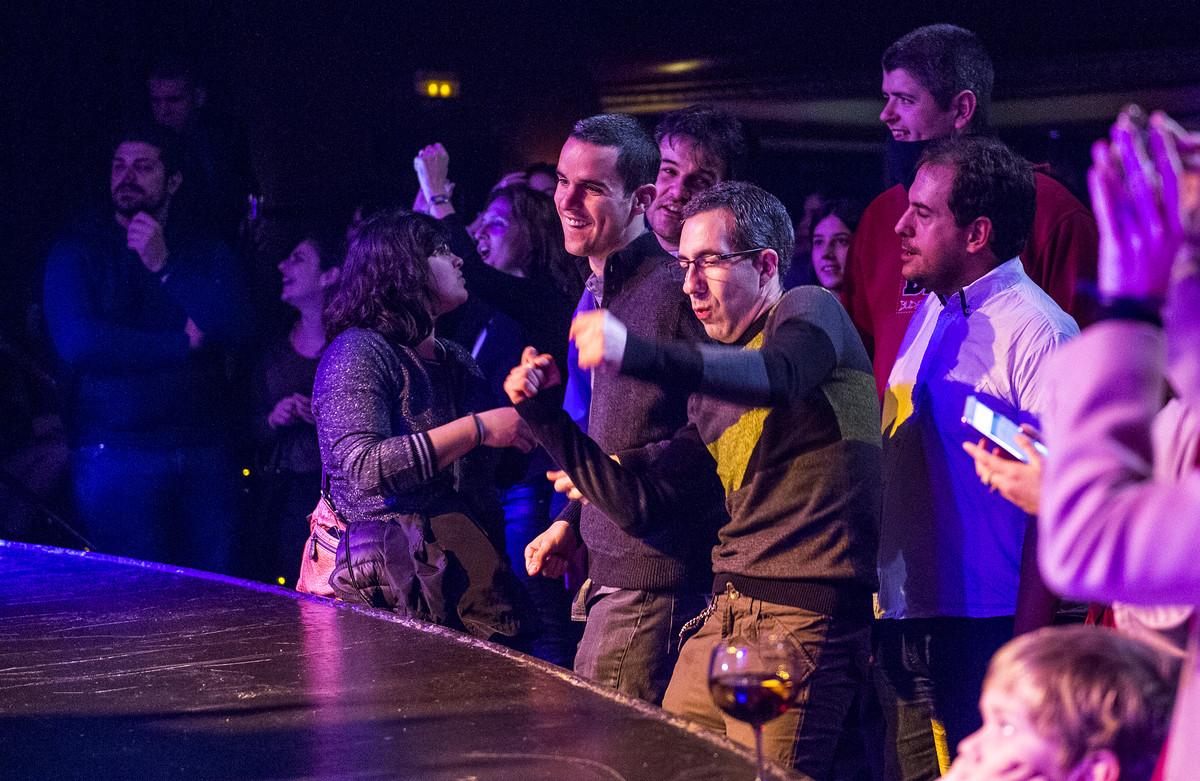 Pol y Jaume, en primera fila del concierto de PorFinViernes, en Luz de Gas.