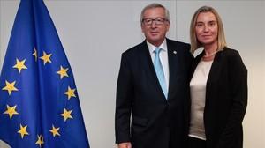 El presidente de la Comisión Europea, Jean Claude Juncker, y la responsable de política Exterior de la UE,Federica Mogherini.
