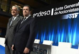 El presidente de Endesa, Borja Prado, junto al consejero delegado, José Bogas