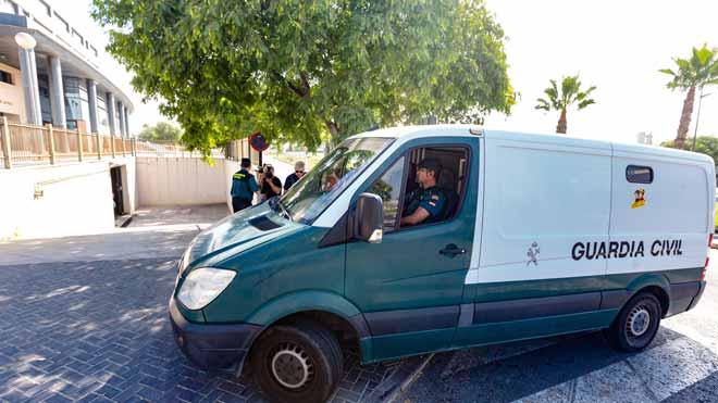 Presó per a tres dels cinc membres de 'la manada de Benidorm'
