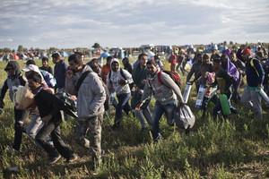 Refugiados a su paso por tierras húngaras, en el 2015.