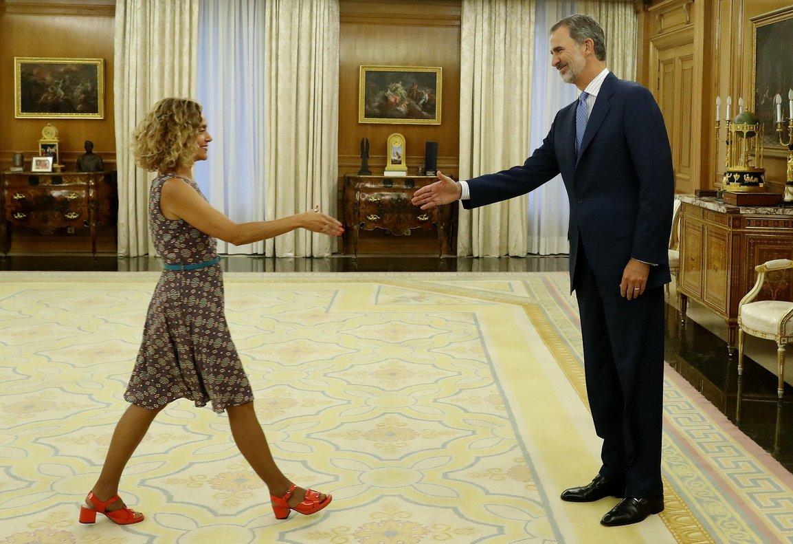 El Rey recibe a la presidenta del Congreso en la Zarzuela.