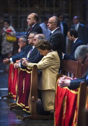 Rita Barberá con varios delos concejales investigados de operacion Taula, durante la misa del Corpus del año pasado.