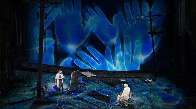 Hofmann (Carlotta) y Workman (Alviano), en la escena en la que la artista pinta el retrato del noble enDie Gezeichneten, de Franz Schreker, en la Opéra de Lyon.