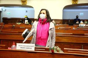 El Congreso le negó la posibilidad a Silva Santisteban de 57 años, en convertirse en la primera mujer presidente de Perú.