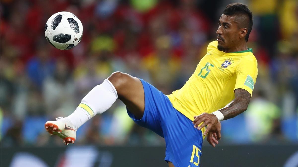 Paulinho conecta el remata que supuso su primer gol en un Mundial.