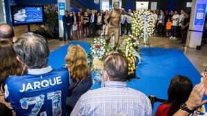 Ofrenda floral en memoria de Jarque, este juevesen la puerta 21 del RCDE Stadium.