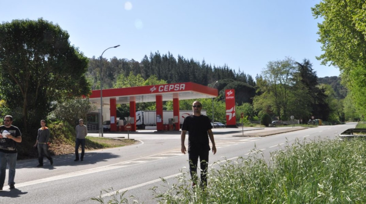 Escenarios de 'SQE': la gasolinera a la que llega el amnésico Juan Elías, en el Baix Llobregat.